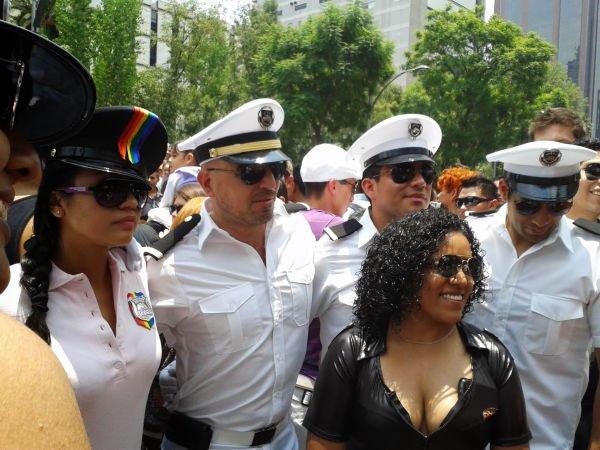 Los marineros nunca faltan en este tipo de eventos, siempre blancos y pulcros.