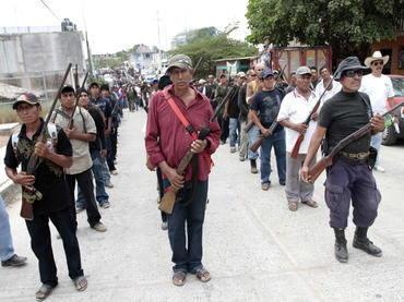 "MARCHA DE ""POLICÍAS"" COMUNITARIOS EN ESTADO DE GUERRERO, MÉXICO"