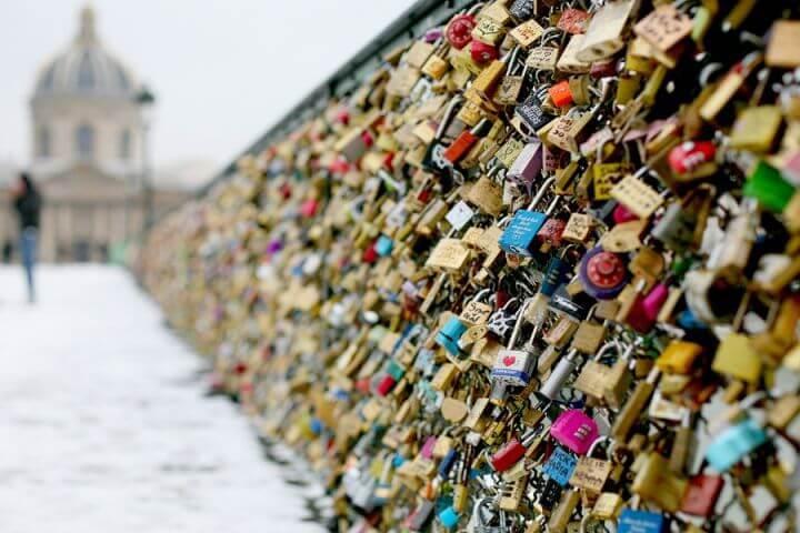 ¿Qué son los puentes y candados de amor?