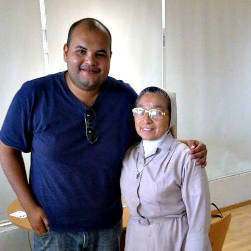 Nuestro colaborador con con Sor María Nidelvia Ávila.