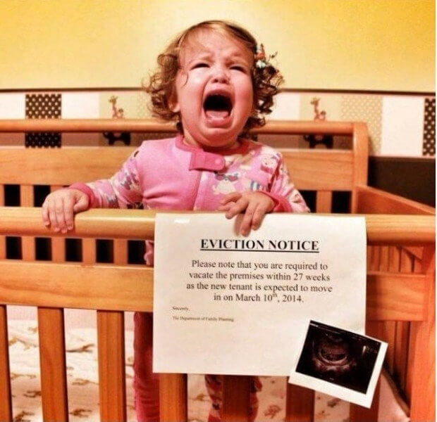 aviso de desalojo bebe en camino