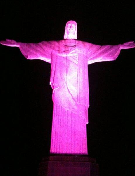 Cristo redentor rosado lucha contra cáncer de mama
