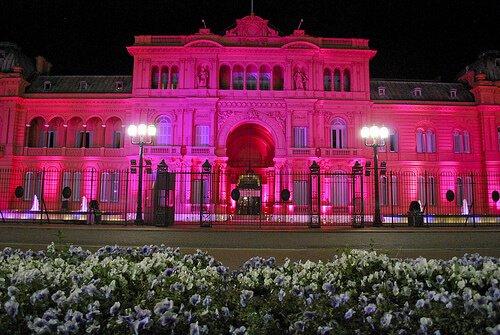 Casa blanca color rosa cancer de mama