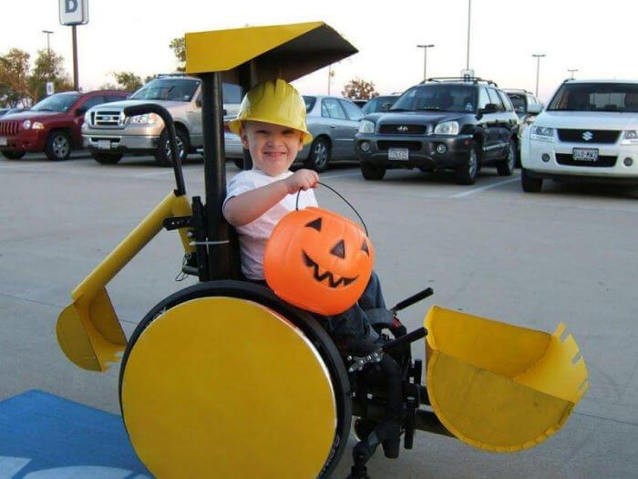 halloween en silla de ruedas maquina excavadora