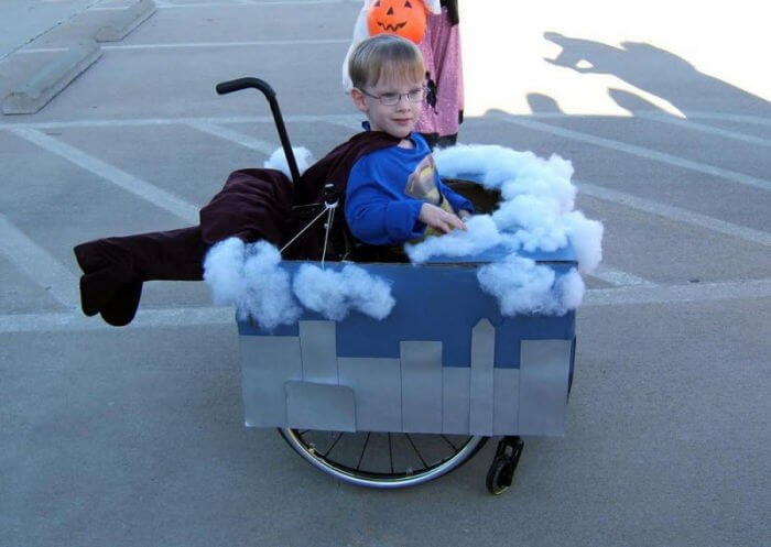 halloween en silla de ruedas superman
