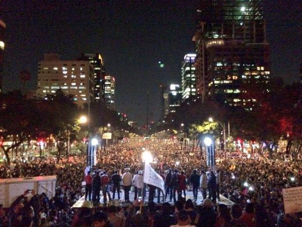 miles de mexicanos marchando exigiendo justicia ya me cansé