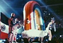 Miley Cyrus y bandera de méxico