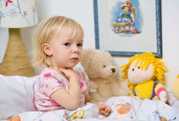 Baño En Ninos Con Fiebre:Como curar el dolor de garganta en bebés y niños