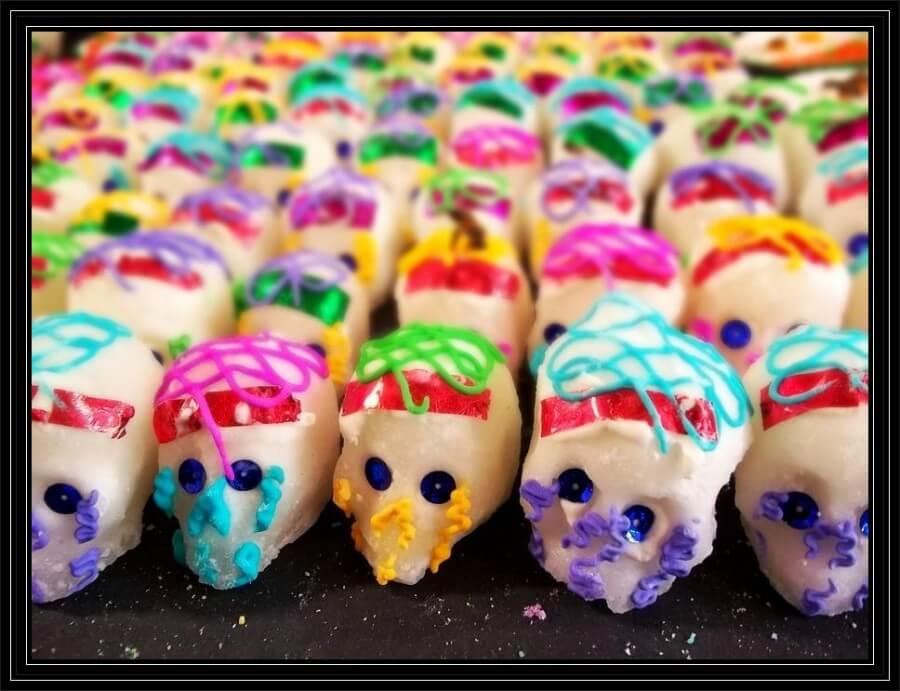 Típico dulce que se coloca en un altar de Día de Muertos, calaveritas de azúcar