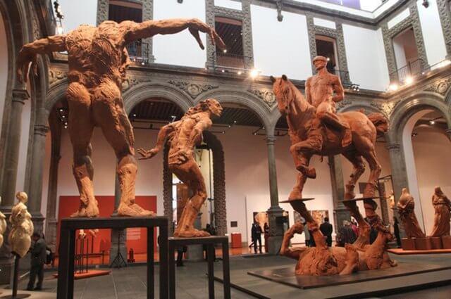 Cosas que hacemos en los museos y nos hacen ver nacos