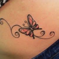 mariposa en la pelvis tatuaje