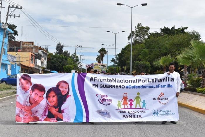 Pseudo ONGs manifestandose contra el matrimonio igualitario en Guerrero